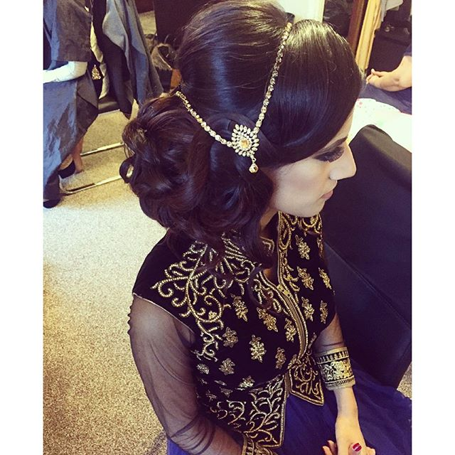 Side up do from today on Sobia, super elegant! Makeup by @zshairandmakeup Using my 5 in 1 @bombayhair wand #hair #hairup #sairarahmanhair #hairupdo ...